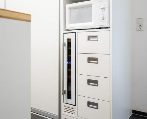 Weinkühlschrank mit Lüftungsgitter im unteren Bereich